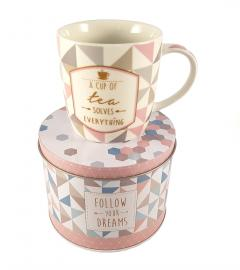 Cana in cutie cadou - A cup of tea solves everything