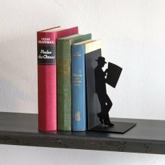 Suport lateral pentru carti - Man reading newspaper