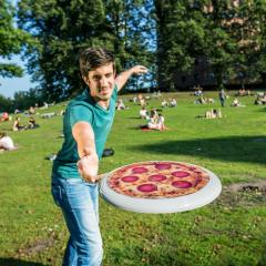 Frisbee - Flying Pizza